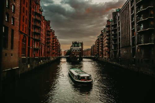 Hamburg: Evening Cruise Harbor